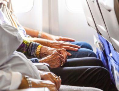 Conseils sur les voyages aériens pour les personnes âgées ayant des problèmes de santé et de mobilité
