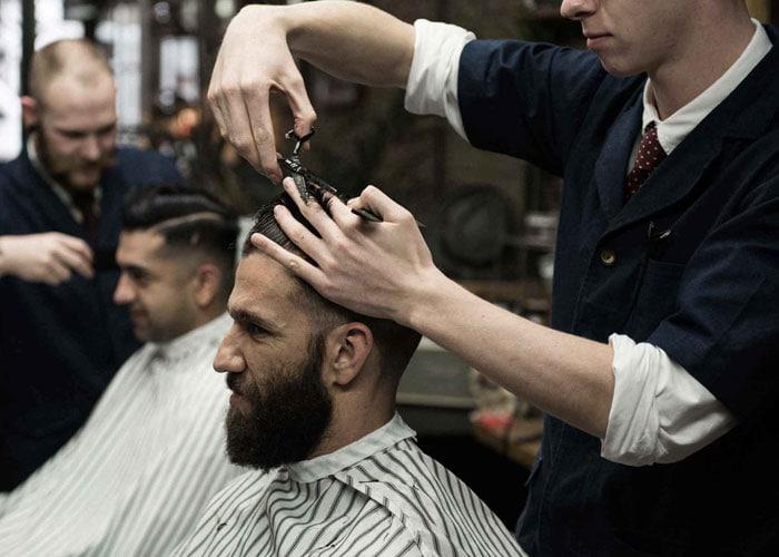 Quelle est la quantité normale de perte de cheveux ? Les causes de la perte de cheveux